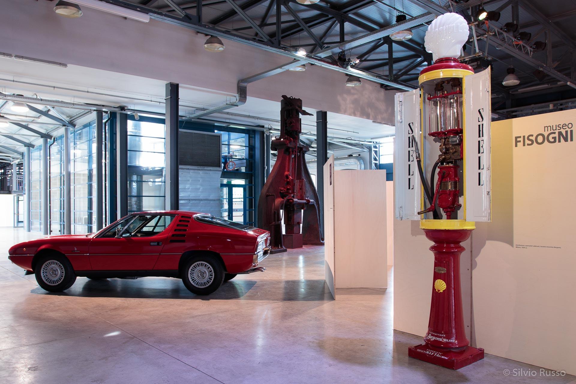 Distributore a pentalitri abbinati, Società Anonima Bergomi, Milano, 1929 ca. Museo Fisogni,  Alfa Romeo Montreal, design Marcello Gandini per Bertone, 1967, Museo fratelli Cozzi