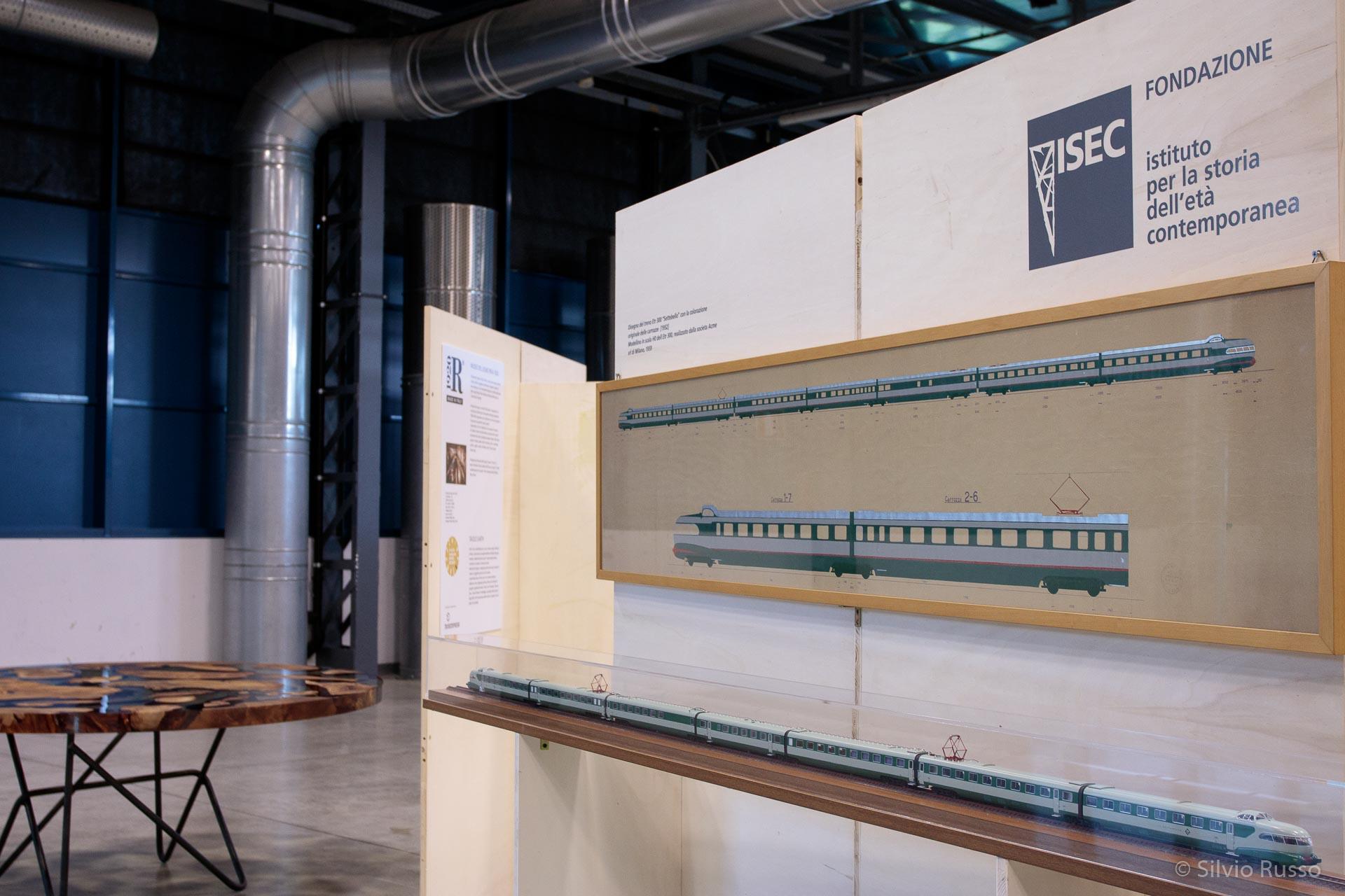 """Disegno del treno Etr 300 """"Settebello"""" con la colorazione originale delle carrozze, [1952] Modellino in scala H0 dell'Etr 300, realizzato dalla società Acme srl di Milano, 1959, Fondazione ISEC"""