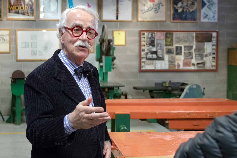 L'architetto Tono Morganti intervistato dentro la ricostruzione della Bottega di Giovanni Sacchi