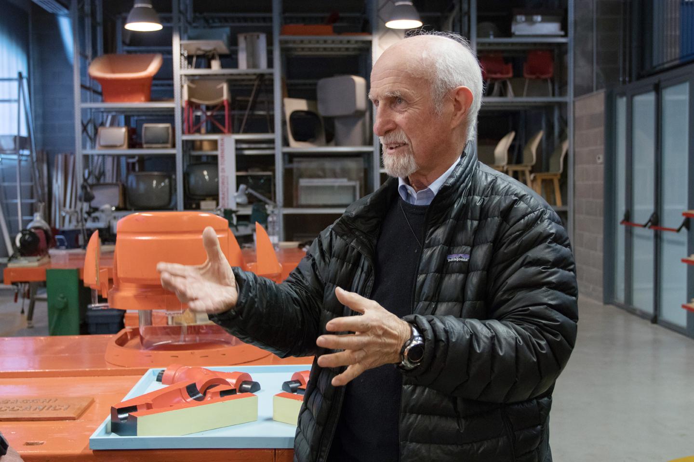 L'architetto Vittorio Parigi intervistato dentro la ricostruzione della Bottega di Giovanni Sacchi