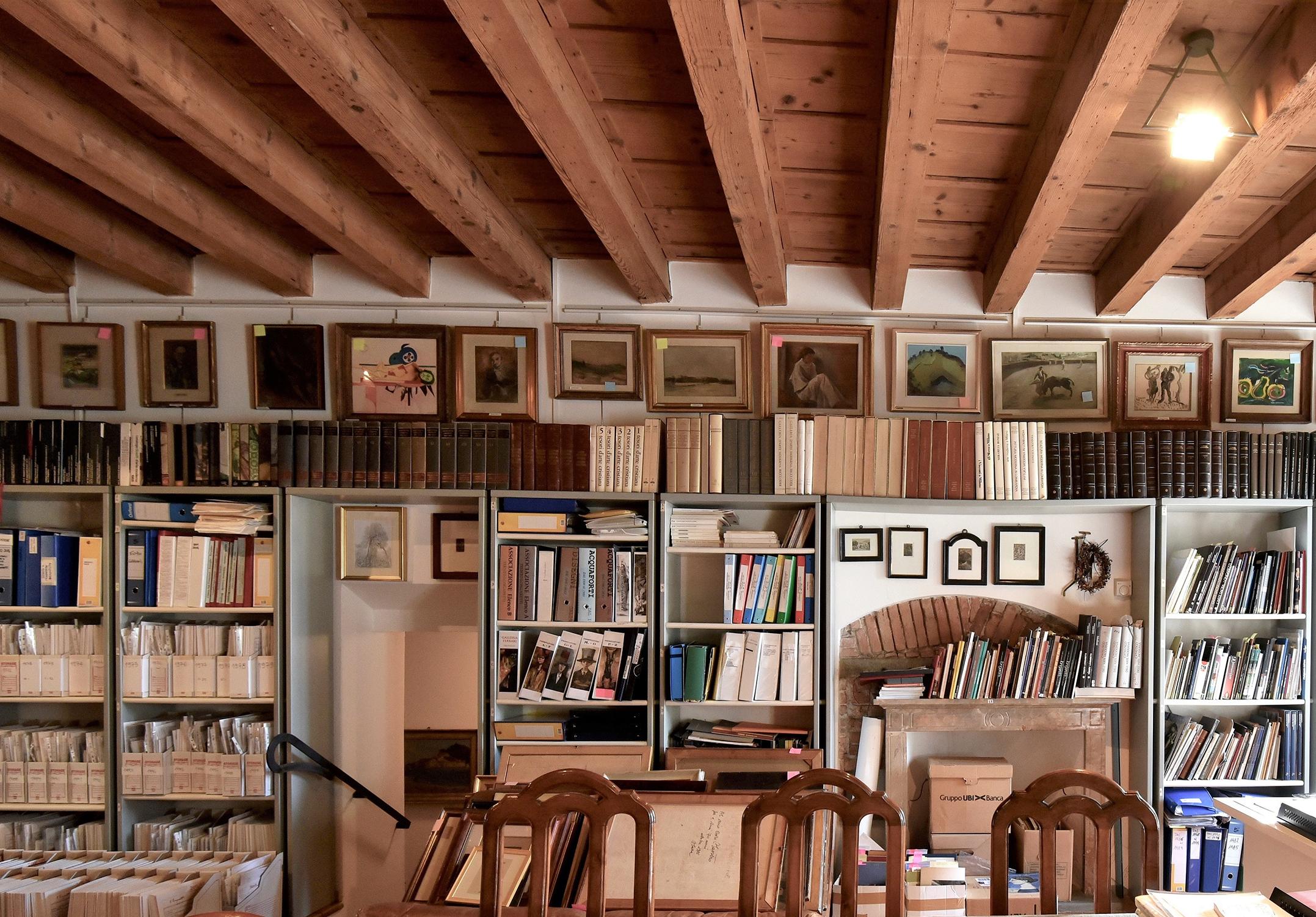 Libreria a parete archivio